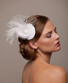 Al #corso CREAZIONI DEI FIORI IN SETA PER LA MODA''si realizzano #fiori  #hairstyles for #wedding.  Info e prenotazioni www.scuoladiricamoaltamoda.it  349 2945004, tel.06 97273939