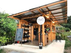 30 extraordinary cafes in Chiang Mai await: including a waterfall restaurant, jungle cafe, and garden cafe! Small Coffee Shop, Coffee Shop Bar, Coffee Cafe, Beach House Cafe, Cafe House, Cafe Shop Design, Cafe Interior Design, Cafe Restaurant, Restaurant Design