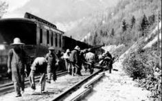 Chinese railroad construction workers laying the Canadian Pacific Railway track in 1924 near Glenogle, British Columbia, Vancouver Public Library Canadian Pacific Railway, Canadian Rockies, Canadian History, American History, Old Train Pictures, Violation Of Human Rights, Immigration Canada, Chinese American, Teaching History