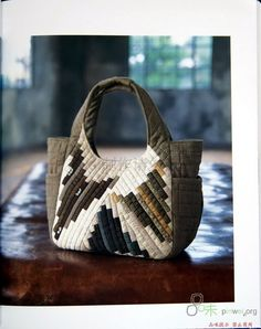 Patchwork bags to make fun 41 Ideas Japanese Patchwork, Japanese Bag, Japanese Quilts, Patchwork Bags, Quilted Bag, Handmade Handbags, Handmade Bags, Diy Sac, Craft Bags