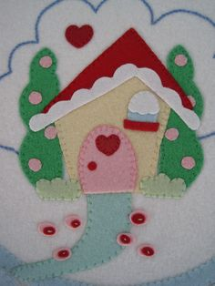 This is so beautiful. This penny rug is the prettiest I've seen. Christmas Makes, Felt Christmas, Christmas Ideas, Felt Diy, Felt Crafts, Fabric Crafts, Wooly Bully, Circle Crafts, Felt House