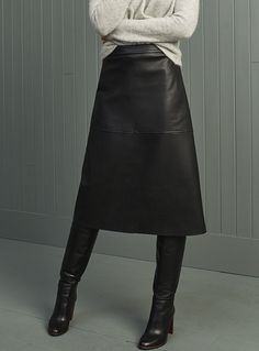 Fancy Skirts, Work Skirts, Leather Midi Skirt, Black Leather Skirts, Modern Fashion, Women's Fashion, Skirt Outfits, Work Outfits, Work Wear
