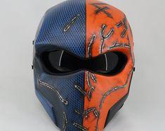 Custom Motorcycle Helmets, Custom Helmets, Women Motorcycle, Bike Helmets, Motorcycle Tank, Riding Helmets, Airbrush, Deathstroke Mask, Predator Helmet