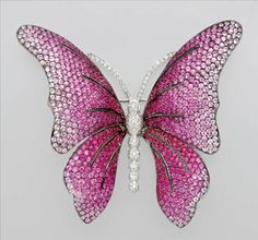 Pink Sapphire and Diamond Butterfly Brooch  18 kt. white gold, 770 pink sapphires ap. 24.45 cts., 138 diamonds ap. 1.00 ct.