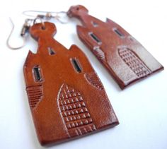 Handmade leather earrings in the shape of medieval gate towers Leather Art, Leather Tooling, Tooled Leather, Tan Leather, Leather Earrings, Medieval, Coin Purse, Objects, Leather Products