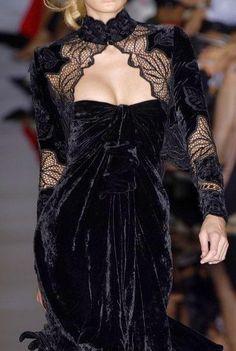 Elie Saab at Couture Fall 2006 - Details Runway Photos Haute Couture Style, Couture Mode, Couture Fashion, Runway Fashion, Couture Details, Velvet Fashion, Dark Fashion, Gothic Fashion, High Fashion