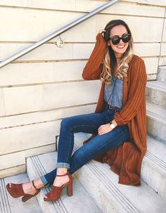 rotbraune Strickjacke mit offener Front, graues Tank Top, dunkelblaue enge Jeans, rotbraunes W - Damen Mode Herbst/Winter - Modetrends Fall Winter Outfits, Autumn Winter Fashion, Winter Wear, Autumn 2018 Outfit Ideas, 2018 Winter Fashion Trends, Bohemian Fall Outfits, Lazy Fall Outfits, Boho Work Outfit, Hot Fall Outfits