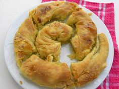 Tyropita (pronounced tee- ROH -pee-ta) from tyri = cheese and pita = pie and Strifti (pronounced stri-FTEE), which means twisted. Greek Cheese Pie, Cheese Pies, Greek Recipes, Vegan Recipes, Baking Tins, Middle Eastern Recipes, Bagel, Feta, Rolls