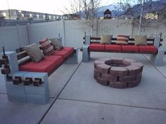 cinder block furniture DIY We built outdoor benches and a firepit for a cozy backyard summer area ( Outdoor Sofa, Diy Outdoor Furniture, Outdoor Rooms, Outdoor Decor, Outdoor Benches, Outdoor Fun, Furniture Ideas, Backyard Furniture, Wood Furniture