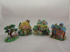 Preowned Hoppy Hollow 2003 Village & Bunnies Bunny Town 4 pieces