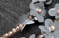Heijastava koru on näyttävä asuste - katso ohje ja tee itse! Kotiliesi.fi Diy And Crafts, Pearl Necklace, Helmet, Pearls, Jewelry, Jewlery, Jewels, Beads, Pearl Necklaces