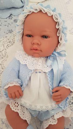 Muñeco Arias. Aunque no soy una gran experta en costura me quedó como salido de una tienda de moda. Andrea está encantada. Cute Baby Dolls, Baby Doll Clothes, Cute Babies, Kool Kids, Child Smile, Natural Baby, Knitted Dolls, Reborn Babies, Beautiful Dolls