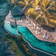 My honeymoon was at the hotel next door to the one pictured. Heaven on Earth💕 ⠀ ⚲ Four Seasons Resort Sayan Ubud, Bali, Indonesia ⠀ ⠀ Vacation Places, Dream Vacations, Vacation Spots, Beautiful Places To Travel, Beautiful Hotels, Wonderful Places, Bali Travel, Luxury Travel, Luxury Cars