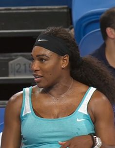 Alors que se déroulait le tournoi international de la Hopman Cup en Australie, la numéro un mondiale de tennis Serena Williams a créé la surprise en formulant une requête inattendue à l'arbitre.  http://www.elle.fr/People/La-vie-des-people/News/Pret-a-liker-perdante-Serena-Williams-demande-un-cafe-en-plein-match-de-tennis-2873974