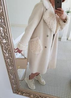 Fur Coat Fashion, Fashion Pants, Fashion Dresses, Winter Coats Women, Coats For Women, Winter Fashion Outfits, Stylish Outfits, African Dresses For Kids, Accessorize Fashion