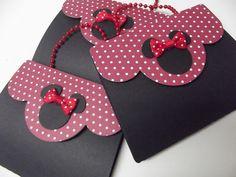 Convite Bolsainha Minnie Vermelha    Todo feito com trabalho de Scrap, papel de Scrap.    Fechado ele tem 7,50 cm, aberto tem 20 cm de altura.