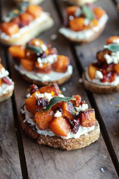 Caramelized Butternut Squash and Gorgonzola Crostini / recipe