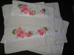 LOY HANDCRAFTS, TOWELS EMBROYDERED WITH SATIN RIBBON ROSES: Conjunto de toalhas