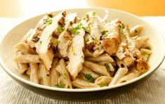 Try this delicious chargrilled chicken and spinach pasta salad recipe from 30 Day Fitness Challenges for your lunch today, it is super tasty and healthy! Spinach Pasta Recipes, Pasta Salad With Spinach, Chicken Spinach Pasta, Chicken Penne, Chicken Pasta Recipes, Veggie Recipes, Garlic Chicken, Pasta Penne, Healthy Eating Recipes