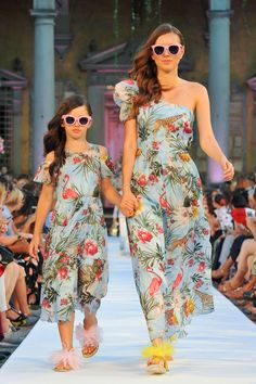"""Mother and I walk hand in hand down the runway as we model clothes. Baby Girl Fashion, Fashion Kids, Mommy And Me Outfits, Kids Outfits, Mom And Daughter Matching, Mother Daughter Fashion, Young Fashion, Cute Baby Clothes, Baby Dress"