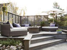 En trapp opp til sittegruppen tar plass, men er fin for å avgrense ulike soner . Outdoor Spaces, Outdoor Living, Outdoor Decor, Fiordo De Oslo, Scandinavian Garden, Appartement Design, Contemporary Garden, Terrace Garden, Outdoor Gardens