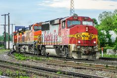 https://flic.kr/p/SmvPio | BNSF 162 | EMD GP60M | BNSF Thayer South Subdivision | Still in warbonnet colors, a former Santa Fe GP60M heads out of Memphis in between rain showers.