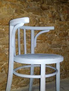 thonet karszék, shabbyi chic festésű vintage bútor Vintage Designs, Dining Chairs, Shabby Chic, Modern, Furniture, Home Decor, Trendy Tree, Decoration Home, Room Decor