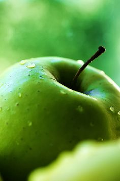 green fruit are great for you. Alkaline Foods, Apple Wallpaper, Granny Smith, Color Of Life, Fruits And Veggies, Fresh Fruit, Fresh Green, Shades Of Green, My Favorite Color