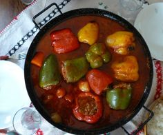 Toltott paprika is a very popular Hungarian dish quite similar to stuffed cabbages. Although it looks very basic, it is nonetheless delicious and filling. Hungarian Stuffed Peppers, Small Slow Cooker, Creamed Beef, Paprika Pork, Cooking For One, Low Carb Diet, Whole 30 Recipes, Low Carb Recipes, Easy Meals