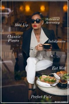 A true fashionista always looks chic, even on a day off having such cup of coffee. Mode Chic, Mode Style, Style Me, Classic Style, Paar Style, Black And White Outfit, Black White, Business Outfit Frau, Business Attire