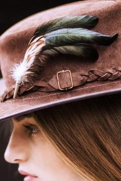 A lovely hat or tweed blazer feather brooch. Effortlessly accessorise your outfits with a these smart feather brooches. British Country, Feather Hat, Country Lifestyle, Country Fashion, Winter Photos, Tweed Blazer, Hat Pins, Show Horses, Brooch