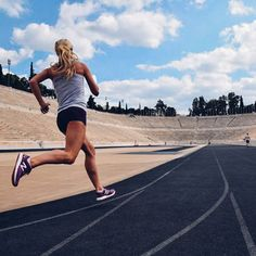 Tackle your workouts with confidence in performance running shoes and stylish clothes from New Balance. Running Pose, Running Photos, Girl Running, People Running, Athlete Motivation, Body Motivation, Pilates, Olympic Track And Field, Born To Run