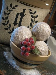 love, love, love these! so simple but so cute! going to try and make these for my own christmas decorating