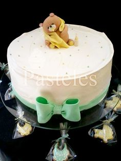 Baby shower cake with a lovely bear!