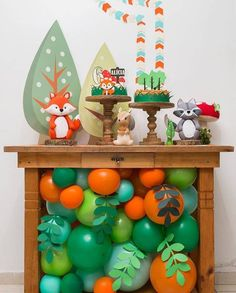 Cute Little Woodland Party Ideas 1st Boy Birthday, First Birthday Parties, Theme Bapteme, Fox Party, Birthday Table Decorations, Kids Party Decorations, Fete Halloween, Baby Shower Balloons, Woodland Party