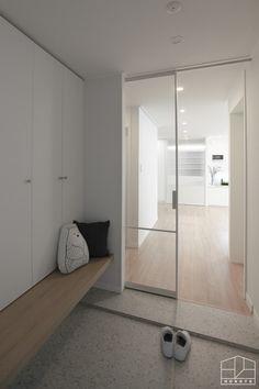 [안양인테리어] 책이 많은 집, 북 카페 부럽지 않은 목련아파트 44py _ 이사 후 : 네이버 블로그 Japanese Interior Design, Home Interior Design, Interior And Exterior, Foyer Design, House Design, Laundry Design, Apartment Interior, Minimalist Home, Room Decor