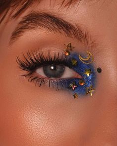 aesthetic makeup hearts Discovered by Yasmin Woods. Find images and videos about blue, perfect and makeup on We Heart It - the app to get lost in what you love. Makeup Eye Looks, Eye Makeup Art, Cute Makeup, Pretty Makeup, Skin Makeup, Eyeshadow Makeup, Eyeliner, Makeup On Hand, 40s Makeup