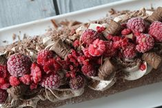 Helppo jälkiruoka - suklaavanukas   Jannen Keittiössä - Ruokablogi Christmas Wreaths, Food And Drink, Baking, Holiday Decor, Bakken, Bread, Backen, Advent Wreaths, Reposteria