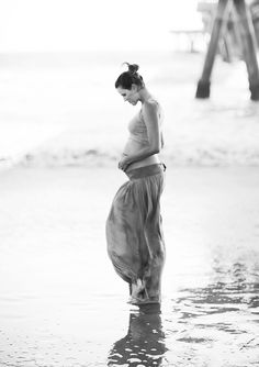 maternity shoot beach  by annie mcelwain.
