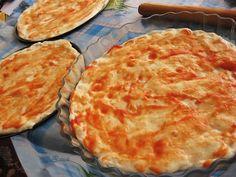 278. Быстрое тесто для пиццы Быстрое тесто для пиццы.  - Один стакан муки - Треть стакана теплой воды - Одна столовая ложка растительного масла - Чайная ложка с горкой быстрых сухих дрожжей - Половина столовой ложки меда (я добавила еще соль, иначе получается очень пресно, и мне не нравится)  По желанию можно добавить в тесто по щепотке порошка сухого чеснока и порошка сухого лука.