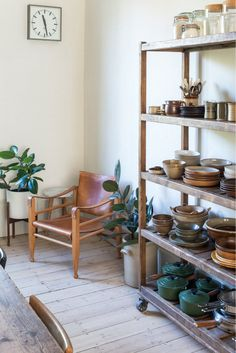my scandinavian home: London calling: Could This Be Your Next Home? Victorian Terrace House, Victorian Townhouse, Victorian Homes, Victorian London, Diy Cabin, Interior Styling, Interior Design, Blue Cabinets, Scandinavian Home