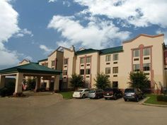 Hattiesburg (MS) Comfort Suites United States, North America Stop at Comfort Suites to discover the wonders of Hattiesburg (MS). The hotel offers guests a range of services and amenities designed to provide comfort and convenience. Facilities for disabled guests, Wi-Fi in public areas, car park, safety deposit boxes are on the list of things guests can enjoy. Comfortable guestrooms ensure a good night's sleep with some rooms featuring facilities such as internet access – LAN (...