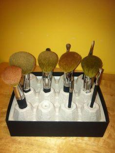 store brushes in egg box Makeup Rooms, Repurposed Items, Makeup Storage, Tape Storage, Diy Makeup, Makeup Brush, Puzzle Pieces, Makeup Organization, Diy Cards