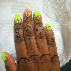 #neon #makeup #mehndidesigns #mehndiart #inkedlife #inked #indian #faketattoo #fashion #flipflopfantasy #nailpro #nailart #drawing #polish #the6 #tattoo #tat #fingertattoo #gem #gelnails #girly #gtastylist #dollar #hearttattoo #henna #jagua #xoxo #hennafun #hennaart #practice