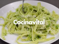 Prepare this recipe for Pasta with pesto without pine nuts for lunchtime, here we tell you how to make it. Yummy Pasta Recipes, Veggie Recipes, Salad Recipes, Healthy Recipes, Low Carb Spaghetti, Spaghetti Verde, Green Spaghetti, Vegetarian Recipes, Calamari