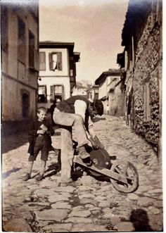 Old Pictures, Old Photos, Vintage Photos, Ottoman Turks, Greek History, Shopping Street, Thessaloniki, Ottoman Empire, Historical Pictures