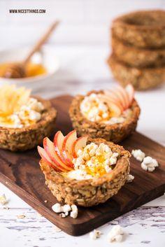 Frühstücks Rezept Idee Granola Cups aus Haferflocken mit Honig, Joghurt, Apfel, Zimt