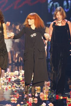 Sonia Rykiel's 7 Most Memorable Fashion Trends, In Honor of her Death Sonia Rykiel, Yves Saint Laurent, How To Memorize Things, Teen, Couture, Celebrities, Lady, Death, Fashion Trends