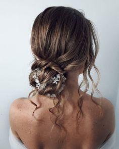 30 Awesome Wedding Bun Hairstyles ❤ wedding bun hairstyles elegant low bun with loose curls sarasterczewska.hairstylist #weddingforward #wedding #bride #weddingbunhairstyles #weddinghair