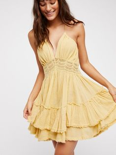 Free People's cute dresses fit every occasion! Shop online for summer dresses, sundresses, casual dresses, white boho maxi dresses & more. Hoco Dresses, Spring Dresses, Homecoming Dresses, Cute Dresses, Floral Dresses, Dress Summer, Evening Dresses, Wedding Dresses, Simple Dresses